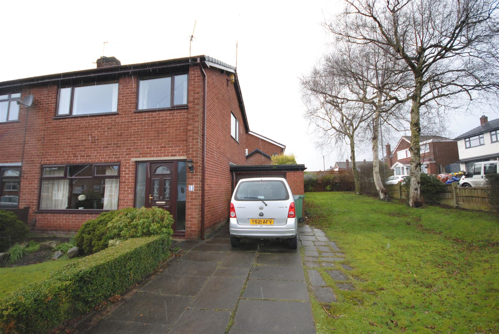 3 Bedrooms Semi Detached House for sale in Crestwood Avenue, Marus Bridge, Wigan